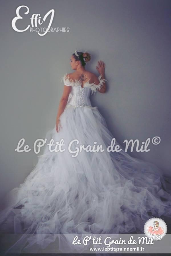 robe tutu de mariée en tulle maxi longueur bustier strass et plumes