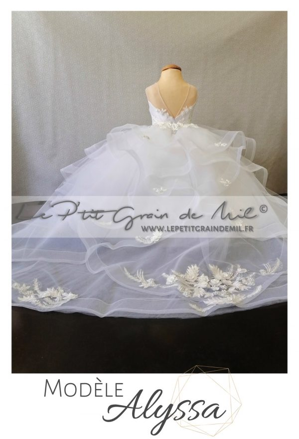 robe de princesse petite fille mariage avec traine couronne strass perles luxe prestige