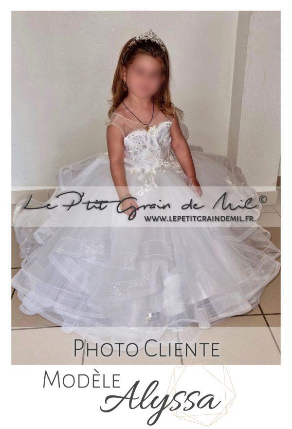 robe de princesse petite fille mini mariée avec traine dentelle perles strass couronne diadème mariage bapteme