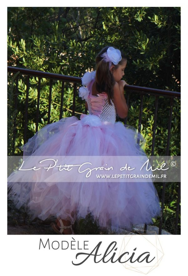 robe tutu princesse demoiselle d'honneur mariage thème romatique blanc et rose poudré en tulle ultra volume
