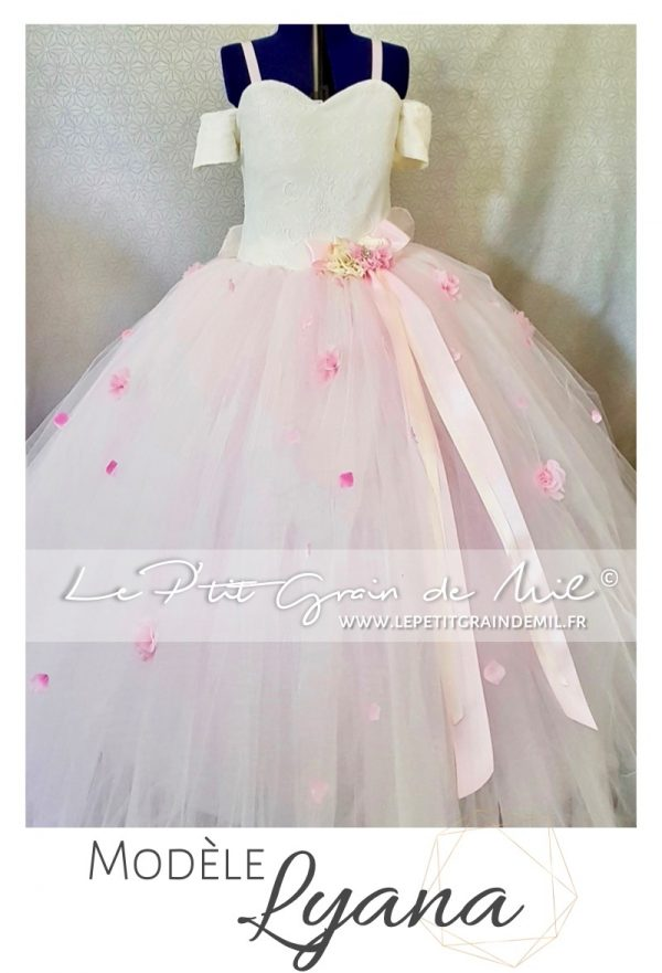 robe tutu mariage princesse bustier coeur demoiselle d'honneur petites manches épaules dénudeés rose poudré pétales de roses