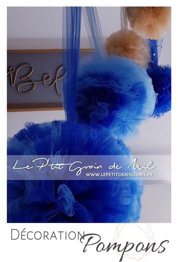pompons tulle décoration chambre mariage bleu roi foncé bleu ciel sequins paillettes