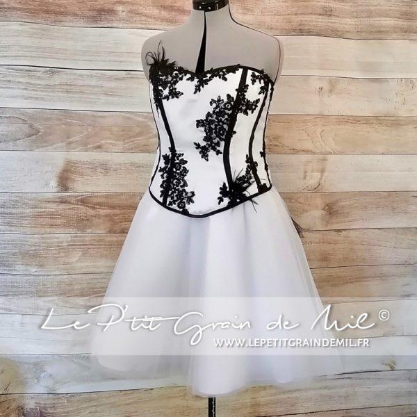 robe de mariée noir et blanche glam rock en dentelle bustier et jupe en tulle